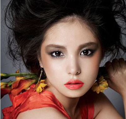 洛丽塔风格细腻妆容 尽显娇媚可爱,甜美性感